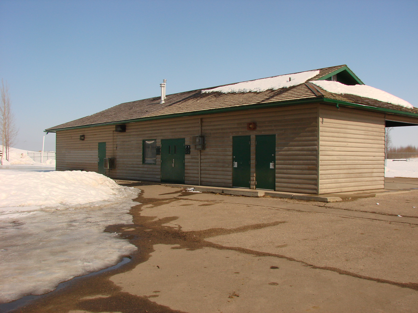 Crescent Acres skating warmup facility.JPG