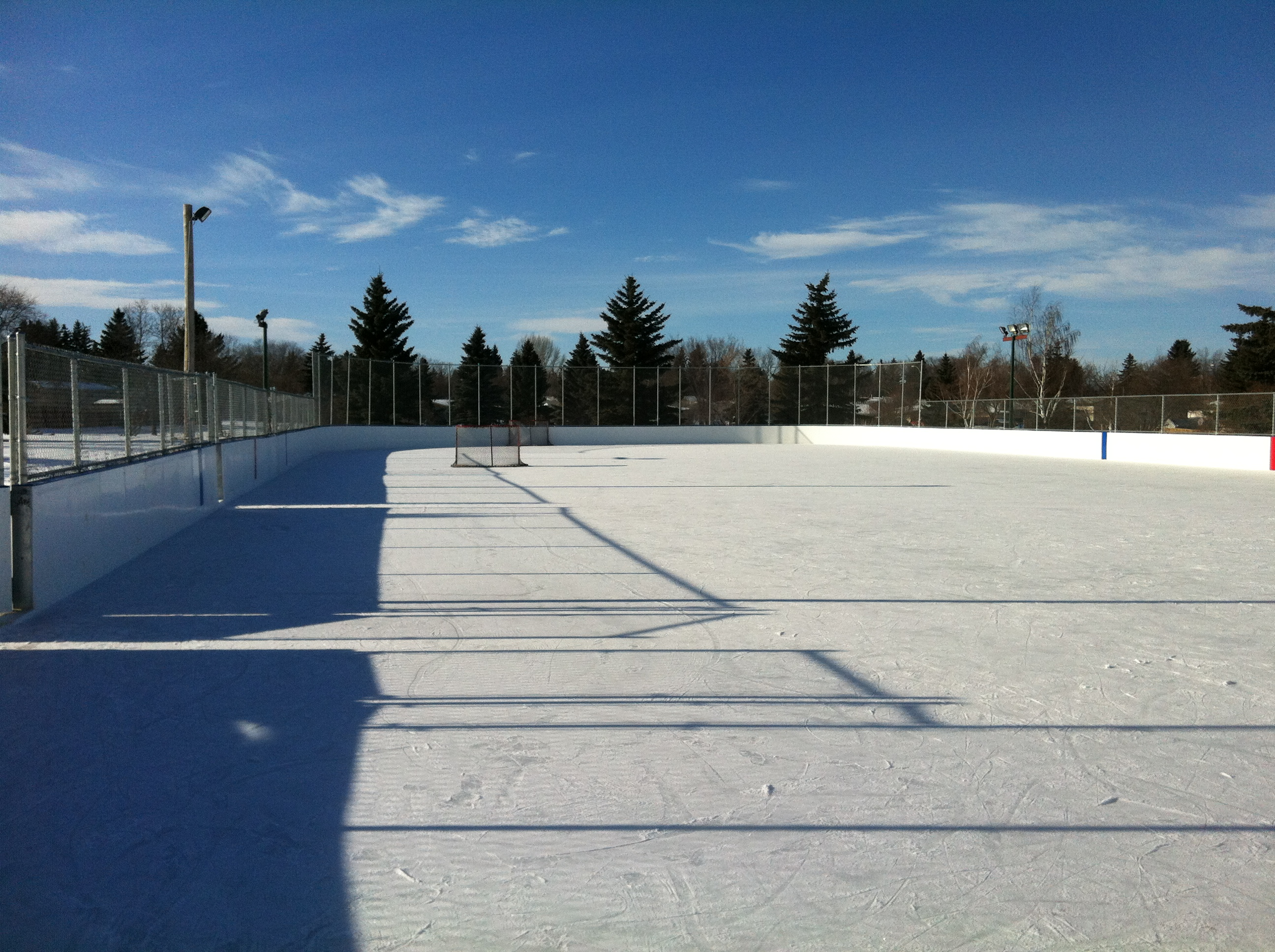 Cres Hts new outdoor rink 2010 (3).JPG
