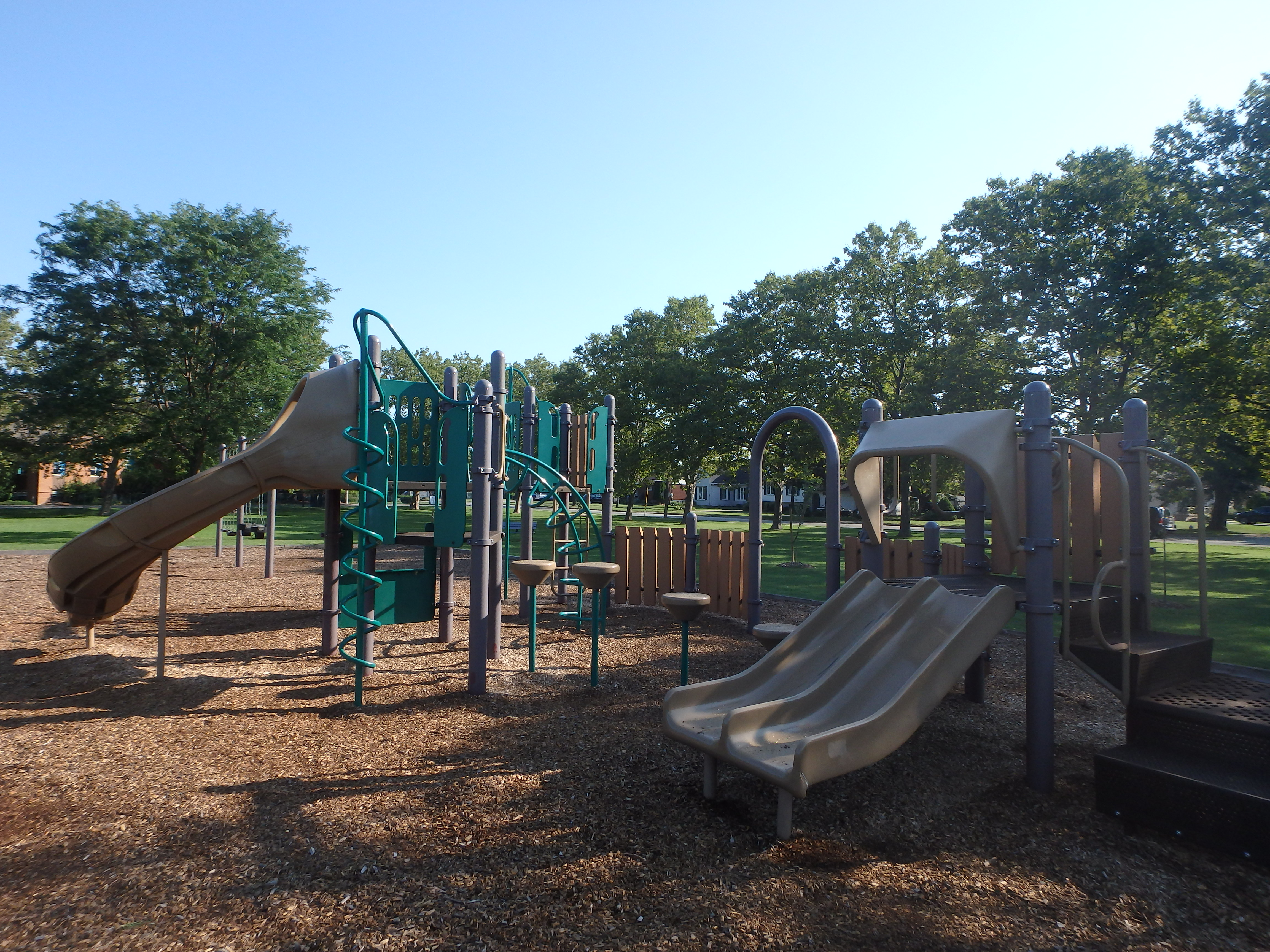 G:\!PARKS CEMETERIES FORESTRY AND HORTICULTURE\Parks-Inventory\Play-Equipment\Grantham Avenue Park\Grantham Avenue 1.JPG