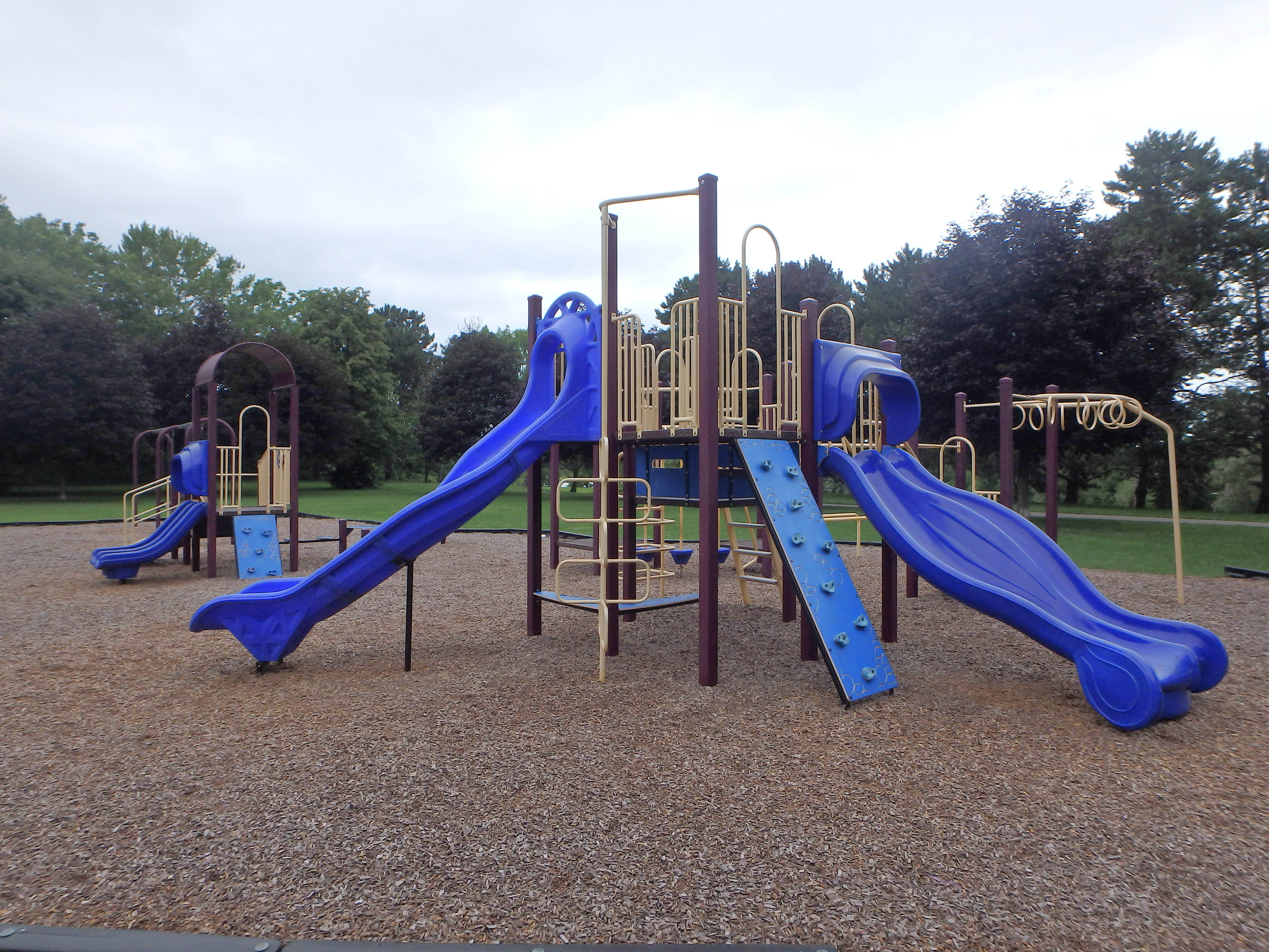 G:\!PARKS CEMETERIES FORESTRY AND HORTICULTURE\Parks-Inventory\Play-Equipment\Royal Henley Park\Royal Henley 2.JPG