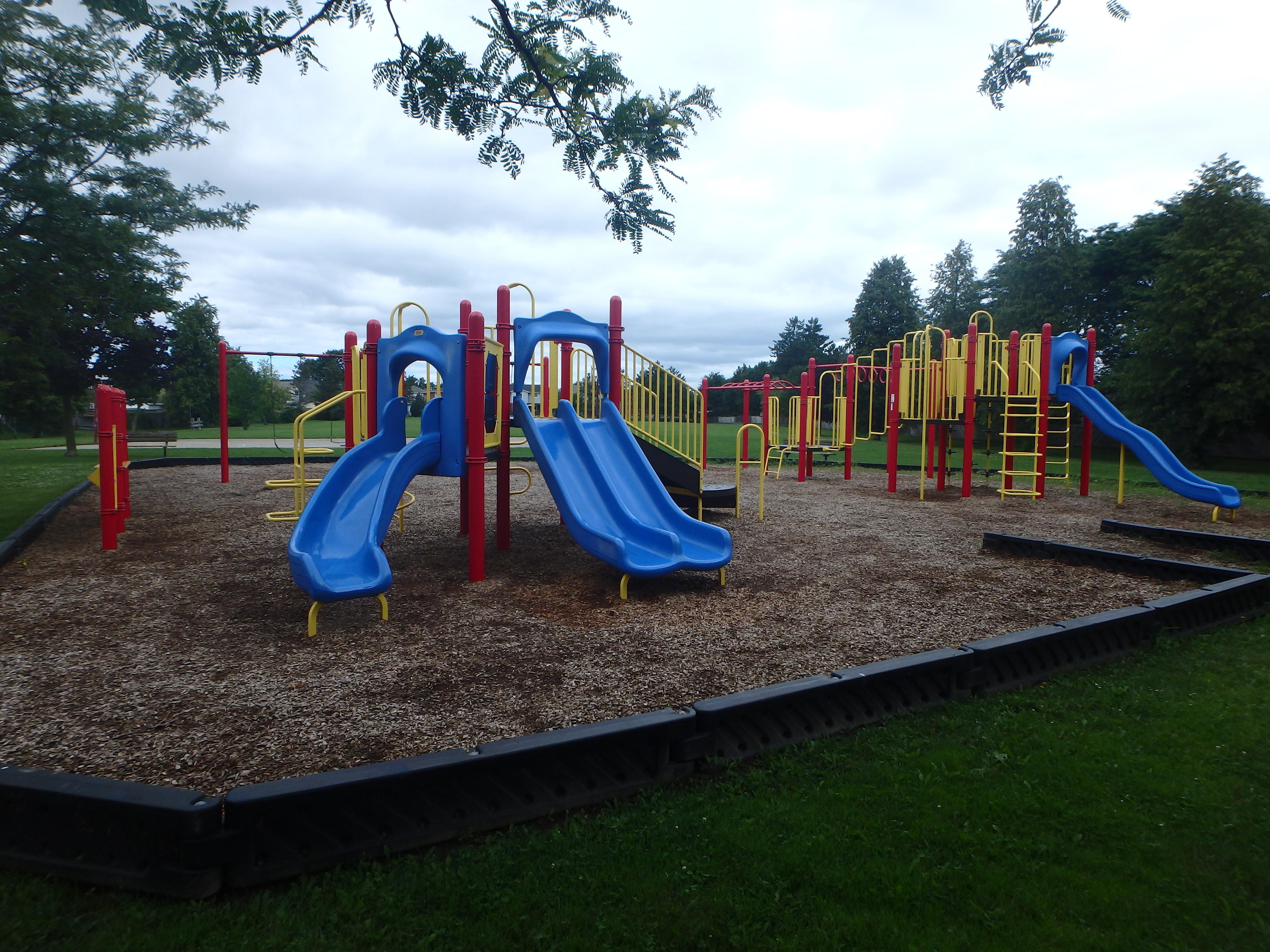 G:\!PARKS CEMETERIES FORESTRY AND HORTICULTURE\Parks-Inventory\Play-Equipment\Mountainview Park\Mountainview 2.JPG