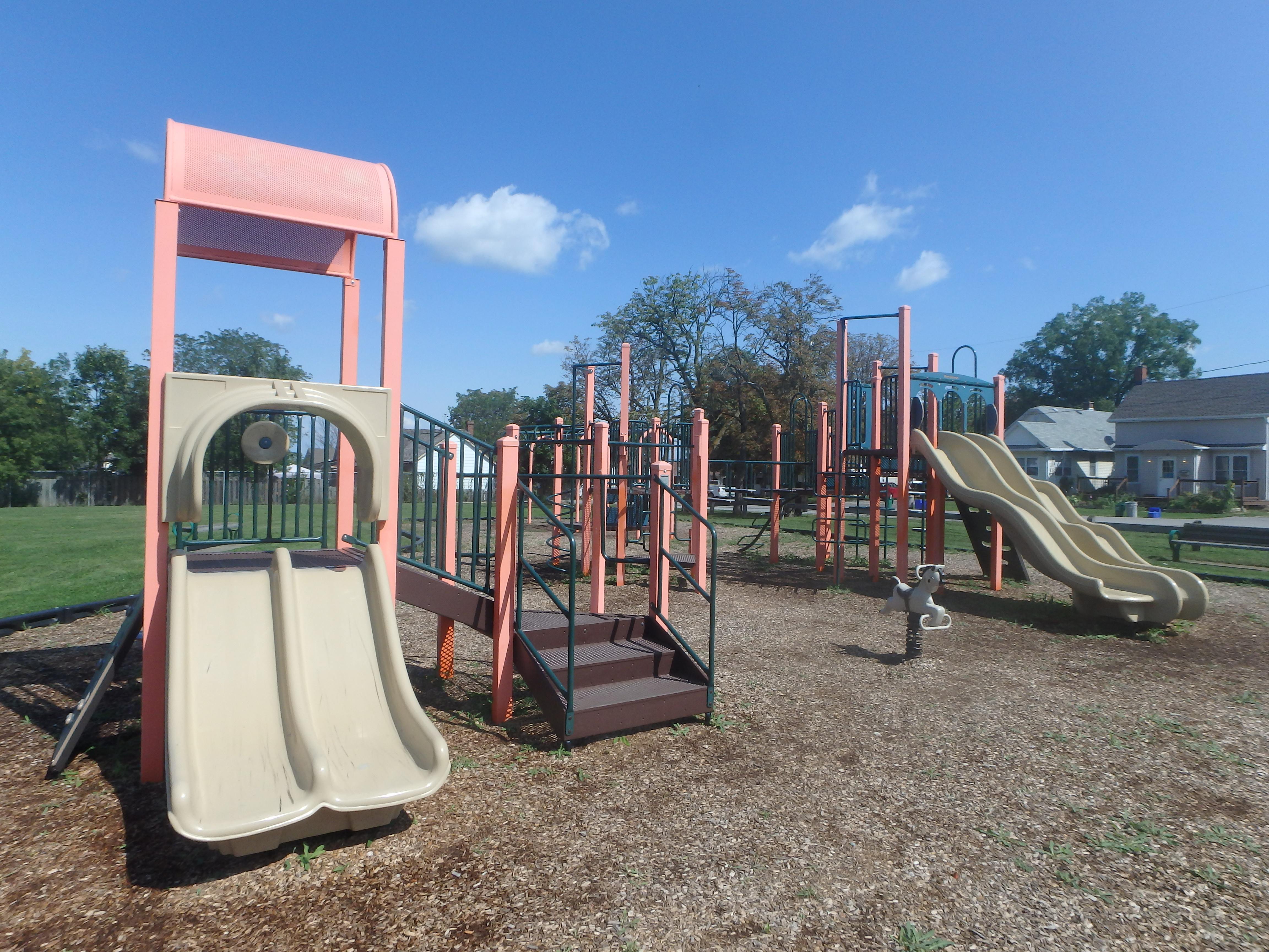 G:\!PARKS CEMETERIES FORESTRY AND HORTICULTURE\Parks-Inventory\Play-Equipment\Mapleview Park\Mapleview 1.JPG